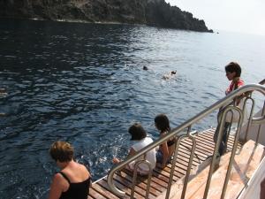 6 ago 11 (25)-bagno barca capraia
